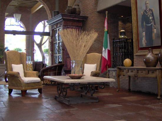 NE Hotel Nueva Estancia: front lobby