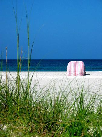 Sandcastle Resort at Lido Beach: The beach by the Helmsley Sandcastle