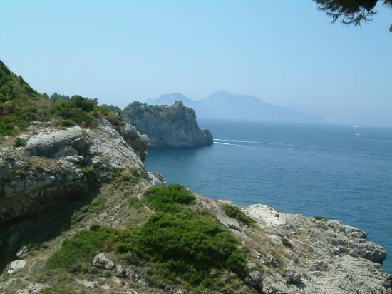Massa Lubrense, Italien: Capri from the Delfino bar
