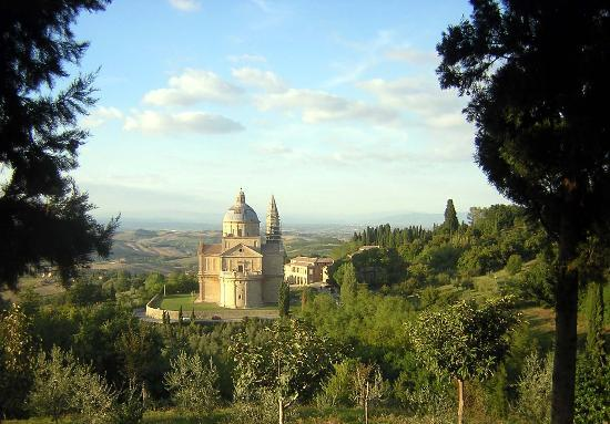 Montepulciano, Italië: View of adjacent Church