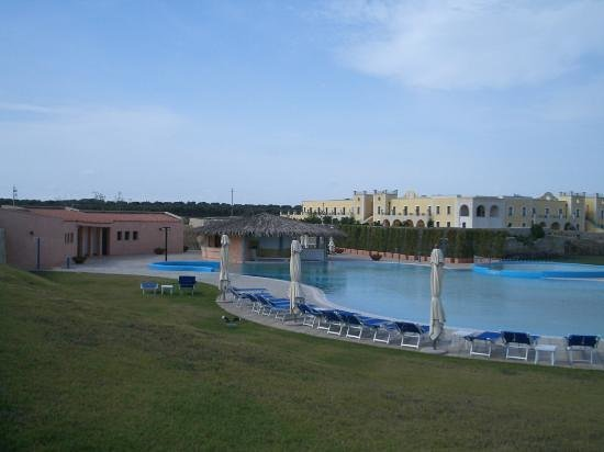 Vernole, Itali: General view of hotel and pool