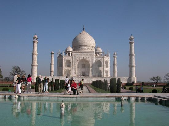 http://media-cdn.tripadvisor.com/media/photo-s/00/0f/8d/1a/taj-mahal.jpg