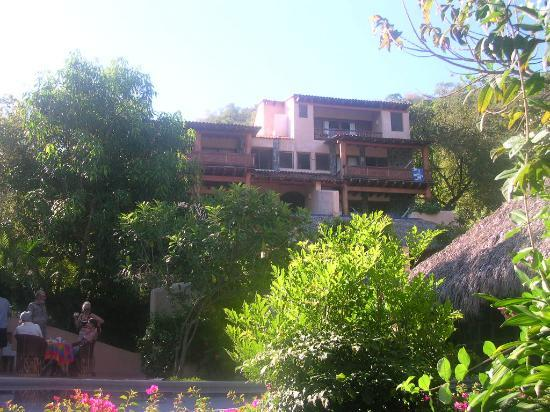 Hotel Casa Don Francisco: Nestled on a hill, just off the beach by 100 ft.