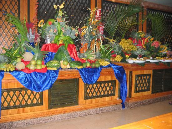 Food Buffet Displays http://katjaraddatz.girlshopes.com/buffetdisplays/
