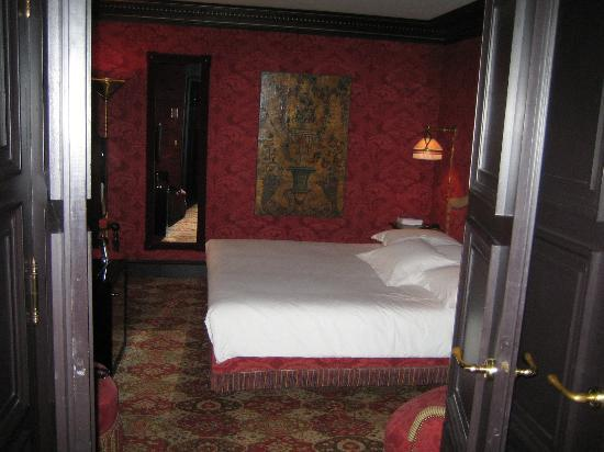 Hotel Costes: Bedroom - liked the roses the delivered by the bed the next day