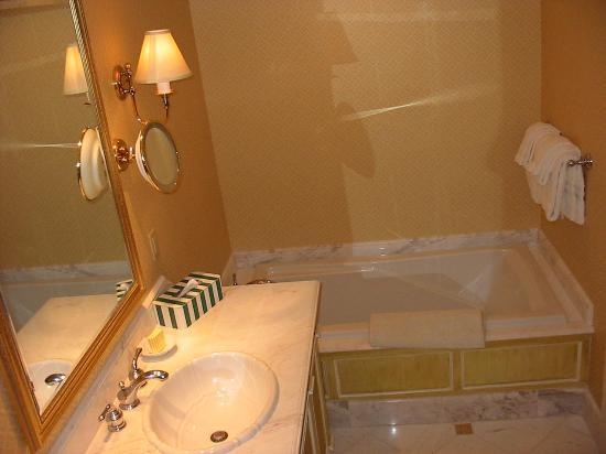 Nice bathrooms picture of beau rivage casino biloxi for Pics of nice bathrooms