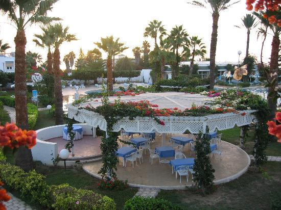 Hasdrubal Thalassa Hotel &amp; Spa Port El Kantaoui: Pool and garden