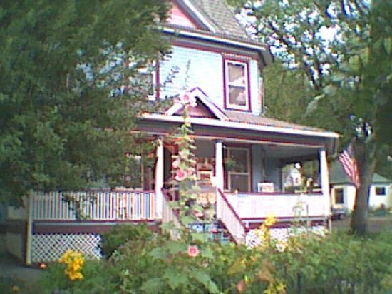 Holden House - 1902 Bed and Breakfast Inn