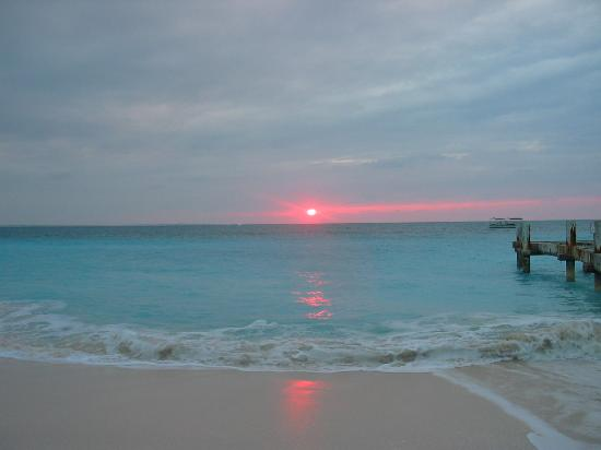 Turks dan Caicos: sunset at grace bay
