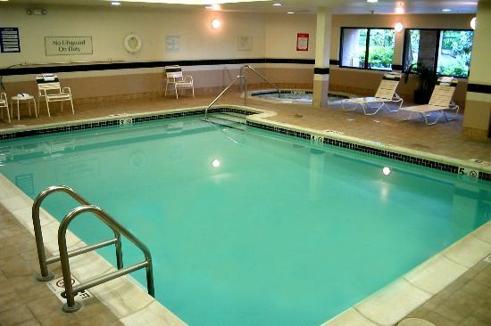 Indoor Pool And Whirlpool Picture Of Courtyard By Marriott Portland Southeast Clackamas