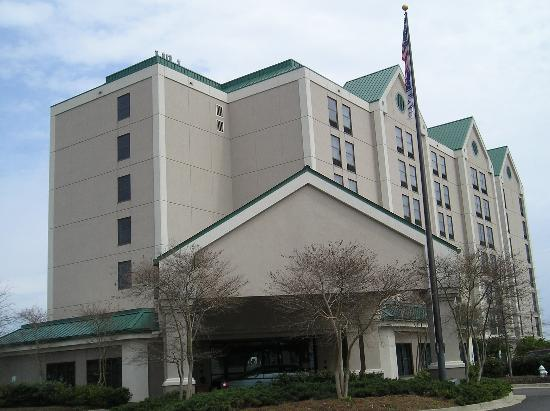 Hampton Inn and Suites Jackson Coliseum: Picture taken in the fall