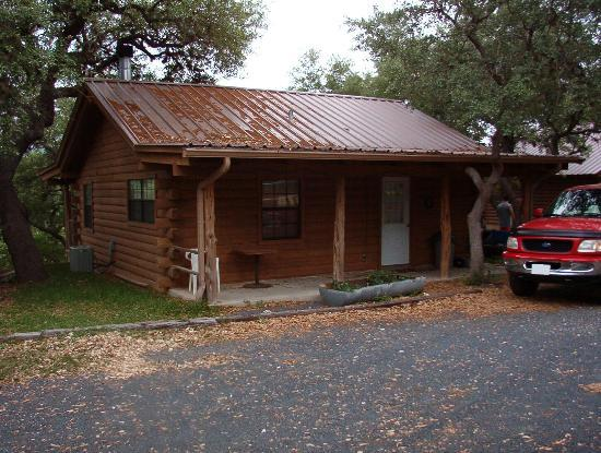 Leakey, TX: Front of cabin