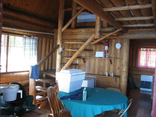 The Birches Resort: Inside of cabin 12