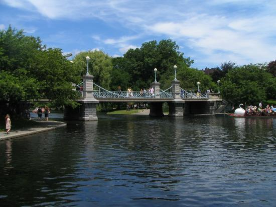 Andover, Массачусетс: Boston Public Garden is 30 miles south of the hotel.