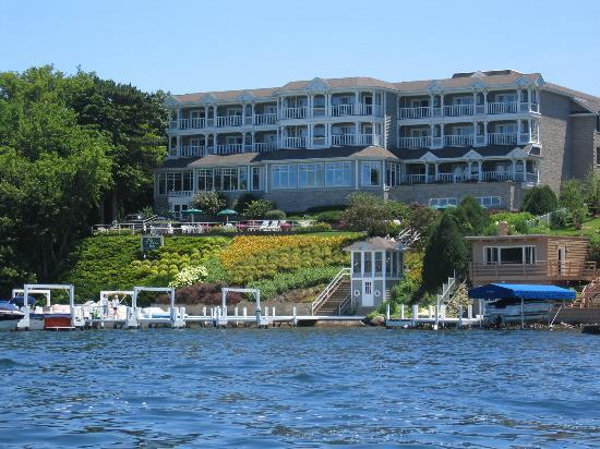 Lake Geneva, Висконсин: The hotel from our rent a boat