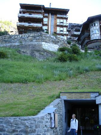 Coeur des Alpes: Hotel with tunnel entrance
