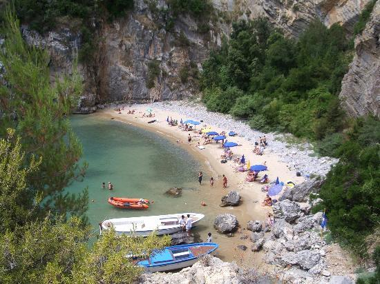 Palinuro, Italien: The hotel's beach