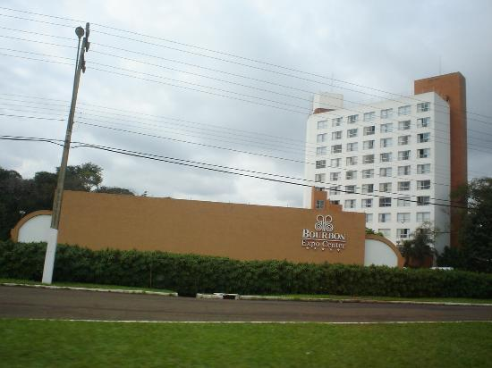 Bourbon Cataratas Convention & Spa Resort: Hotel' s tower and convention center