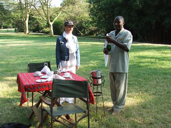 Sarova Mara Game Camp: Surpsise Champagne breakfast
