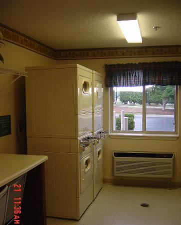 Extended Stay America - Charleston - Northwoods Blvd.: Laundry Room 1