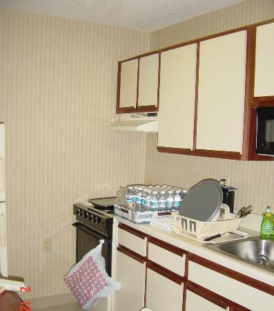 Extended Stay America - Charleston - Northwoods Blvd.: Kitchen