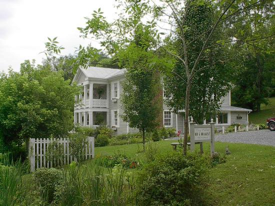 Frog Hollow Bed and Breakfast