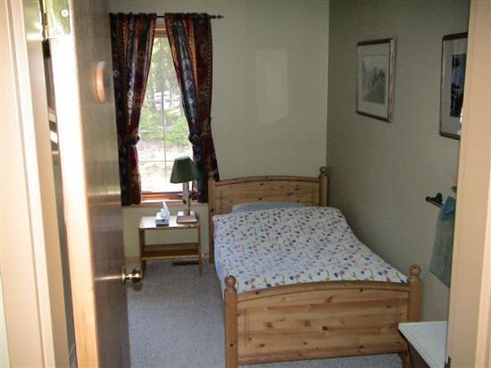 Mt. Engadine Lodge: dorm room
