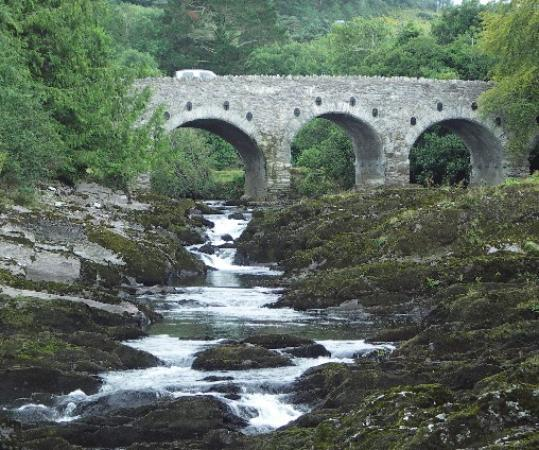 Kenmare, Irland: Falls in daylight