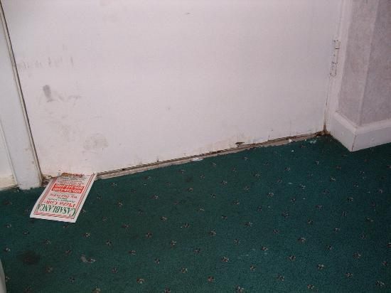 Rodeway Inn - Atlantic City / Pacific Ave: bottom of door