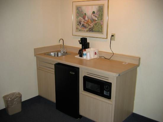 """Quality Suites I-240 East-Airport: """"Kitchen"""""""