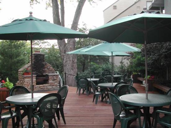 Southmoreland on the Plaza: Patio - Great for sitting and enjoying life