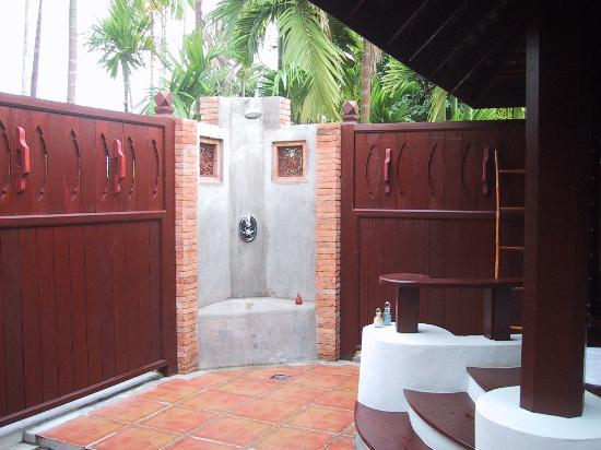 Mandarin Oriental Dhara Dhevi, Chiang Mai: Our private shower