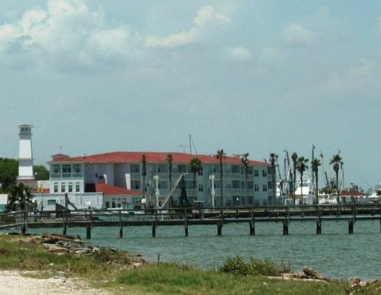 Hotel fishing pier picture of rockport texas gulf coast for Rockport texas fishing report