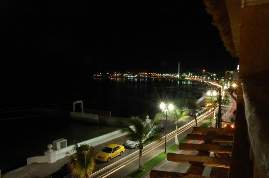 Vista del Mar Boutique Hotel: Night street view from our hotel room
