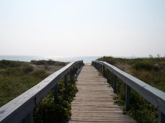 Jekyll Island, GA: The boardwalk to the beach...really not that long