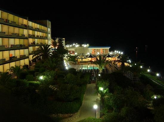 Mellieha Bay Hotel: Main pool area by night