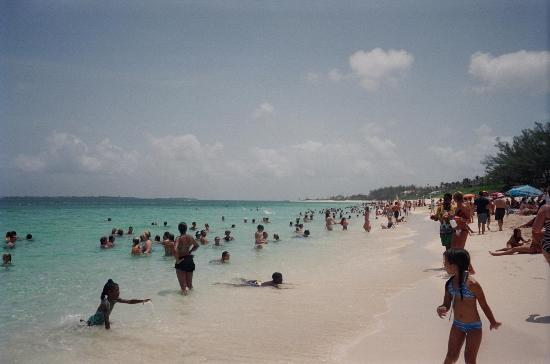 Cabbage Beach In Front Of Atlantis Picture Of Comfort Suites Paradise Island Paradise Island
