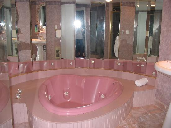 Poconos Heart Shaped Tub The Blue Room Heart Shaped Or Champagne Hot Tub Time The Heart