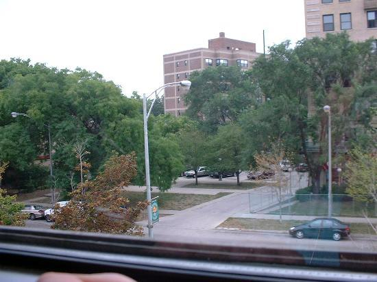Super 8 Chicago / Loyola University: view from 3rd floor window