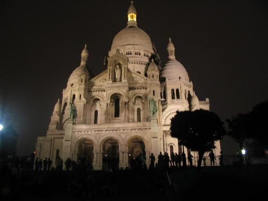 [Image: sacre-couer-at-night.jpg]