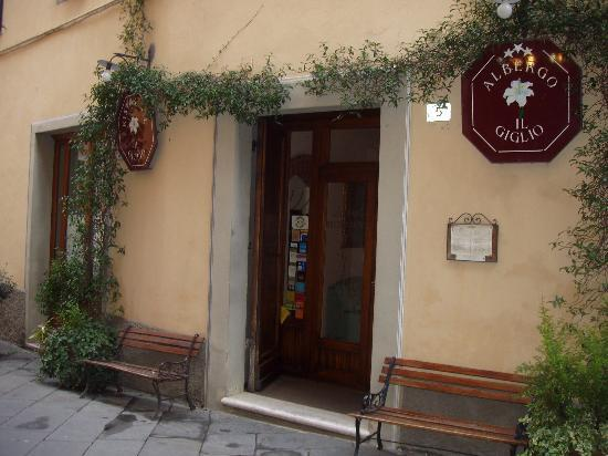 Il Giglio Hotel and Restaurant: Exterior of the hotel