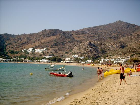 Ios, Grèce : the beach is a 20 minute walk or 5 min bus ride