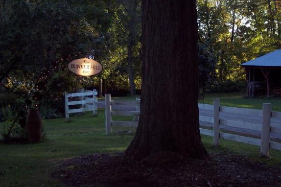 Bunker Hill Inn: Evening shot