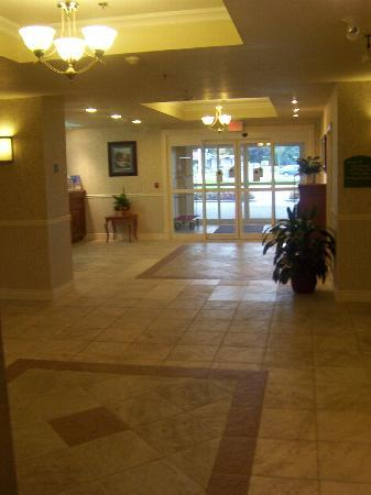 Holiday Inn Express Suites Gananoque: Foyer/lobby area