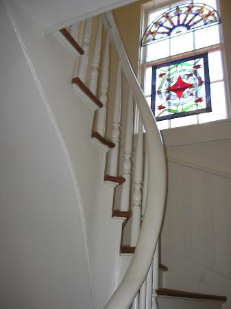 Austin Folk House Bed and Breakfast: Stairs and Stained Glass