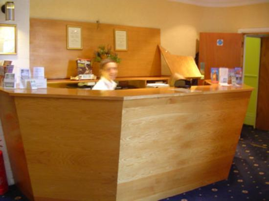 Cardiff Hotel: Reception Desk area