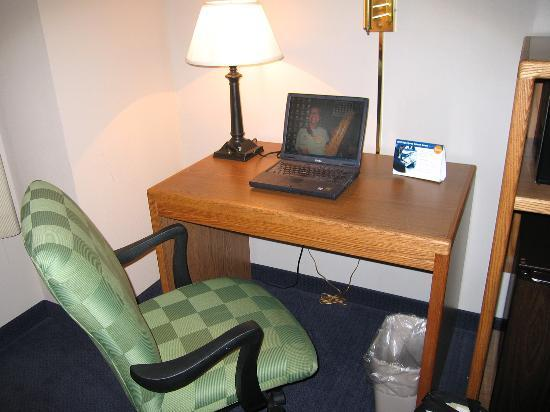 Fairfield Inn Boise: Room 314 work desk and office-style chair