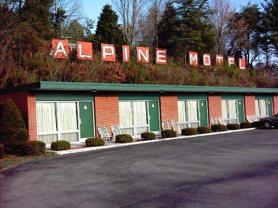 Alpine Motel: Motel front view