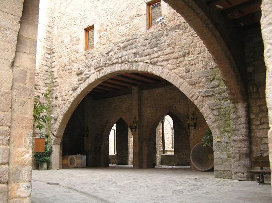 Parador de Cardona : view of the interior patio