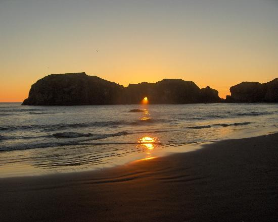 Bandon, Oregón: Elephant Rock at Sunset